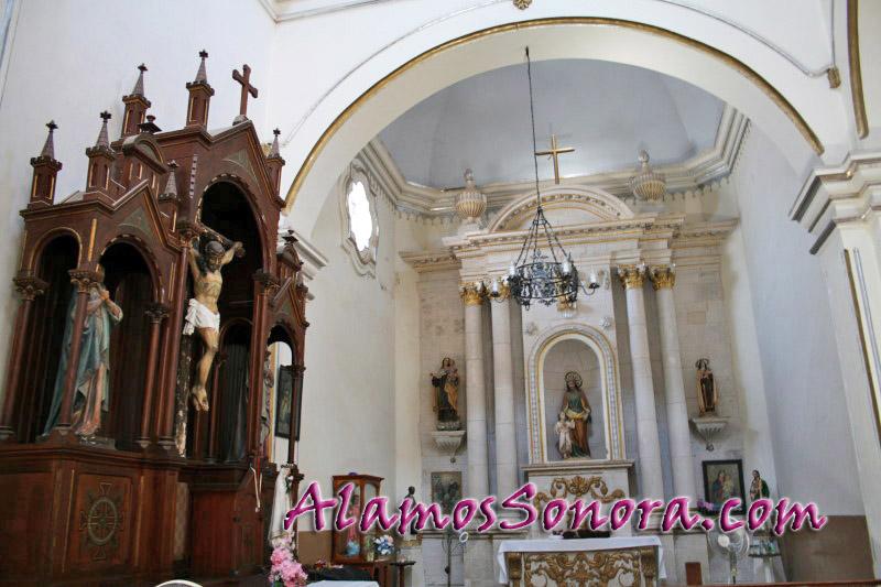 Inside La Parroquia de la Purísima Concepción
